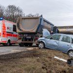 Beim Überholen zu früh eingeschert: Schwerer Verkehrsunfall auf der B7 in Weimar