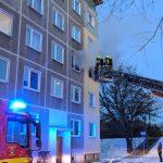 Brandstiftung nicht ausgeschlossen: Wohnungsbrand in Ilmenauer Mehrfamilienhaus
