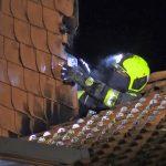 Gasflasche in Mehrfamilienhaus: Dachstuhl brennt im Landkreis Saalfeld-Rudolstadt