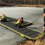 Spaziergänger entdecken Leiche unter dem Eis in Ilmenau – Feuerwehr muss sie bergen