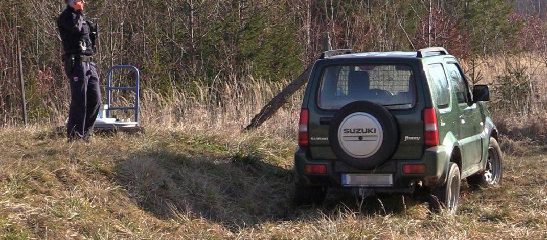 Kontrolle entzogen: Täter flüchtet auf Feldwegen bei Weimar – Fahrzeug war gestohlen