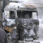 Fahrer schlief und wurde überrascht: Sattelzugmaschine in Erfurt ausgebrannt