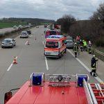 Auspuff verloren: Fahrerin muss auf A4 bei Magdala ausweichen und baut Unfall
