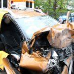 Gegen Wand: Mann kollabiert am Steuer und stirbt – Frau im Wagen eingeklemmt