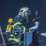 Maschine lief heiß: Strohlager bei Pößneck geht in Flammen auf