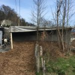 Beim Entladen: LKW stürzt in Greiz um - Fahrer eingeklemmt