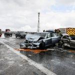Schneeschauer löst Massenunfall mit 50 Fahrzeugen auf der A71 aus