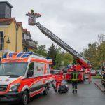 Rentner in Blankenhain hinter Tür gestürzt - Rettung über Drehleiter