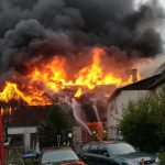 Feuer in Schuppen im Saale-Orla-Kreis griff auf Wohnhaus über