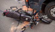 Vorfahrt nicht beachtet: Drei Jugendliche in Erfurt von Moped geschleudert