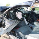 Schutzengel mit Zentimeterarbeit bei Schleiz: Leitplanke bohrt sich durch Ford