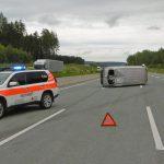 Nach Reifenplatzer bei Dittersdorf auf die Seite gekippt - Rettungsgasse blockiert