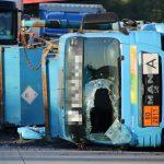 Gefahrgutlaster mit Klärschlamm umgekippt: A9 bleibt bis zum Mittag voll gesperrt