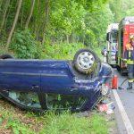 Auto landet auf Dach: 19-Jährige kommt bei Bad Berka von der Straße ab