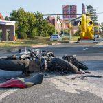 Übersehen: Motorrad brennt nach Unfall bei Apolda aus - Fahrer schwer verletzt