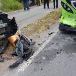 Frau fährt in Gegenverkehr: Hoher Sachschaden bei Unfall mit Bus in Rudolstadt
