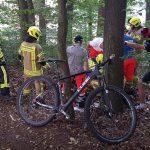 Bergabfahrt über Wurzeln: Mountainbiker prallt bei Schleusingen gegen Baum