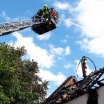 Flammen griffen über: Dachstuhl bei Altenburg komplett zerstört