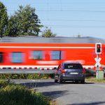 Auto in Leubingen von Zug erfasst - Skoda-Fahrerin schwer verletzt