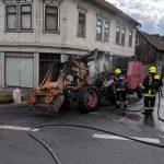 Traktor brennt plötzlich mitten in Langewiesen - Ursache noch unklar