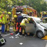 Fahrer verursacht Unfall und flüchtet: Zwei Schwerverletzte bei Ilmenau