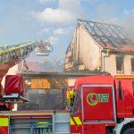 Großbrand im Weimarer Land vernichtet mehrere angrenzende Gebäude