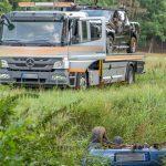 Enkel wollte das Auto von Opi rausziehen und rutscht hinterher - Er war alkoholisiert