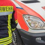 Auto fährt im Ilm-Kreis gegen Baum und brennt: Mann stirbt an Unfallstelle