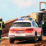 Laster stürzt auf Baustelle bei Heiligenstadt um - Fahrer verletzt