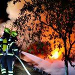 Brandfall in Garten bei Wurzbach: Über 60 Paletten und Obstbäume brennen