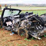 Mustang geschrottet: Feuerwehr Arnstadt befreit eingeklemmte Fahrerin