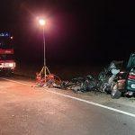 Drei Personen nach Frontalzusammenstoß im Gegenverkehr schwer verletzt