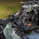 Mit über 245 km/h auf der A4 in LKW gekracht - Mann stirbt noch im Auto