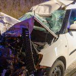 Auto kracht auf A4 bei Mellingen unter LKW - Fahrer schwer verletzt