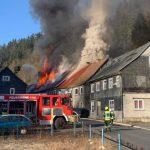 Vier Wohnhäuser nach Brand im Landkreis Saalfeld-Rudolstadt unbewohnbar