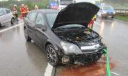 Junge Frau verliert Kontrolle bei Regen auf A4 nahe Weimar und kracht in die Leitplanke