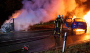 Autos bei Mellingen kollidiert und ausgebrannt: Sieben Insassen teils schwer  verletzt