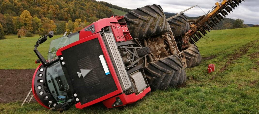 Gülleausbringer auf Feld im Landkreis Saalfeld-Rudolstadt umgestürzt
