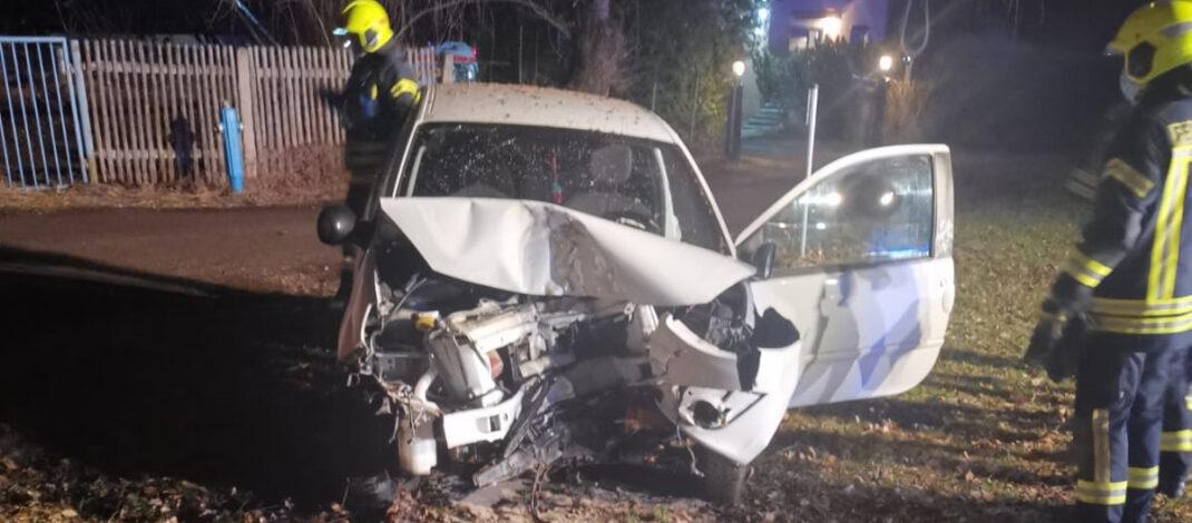 Reh ausgewichen und gegen Baum geprallt: Schwerer Unfall bei  Neustadt an der Orla