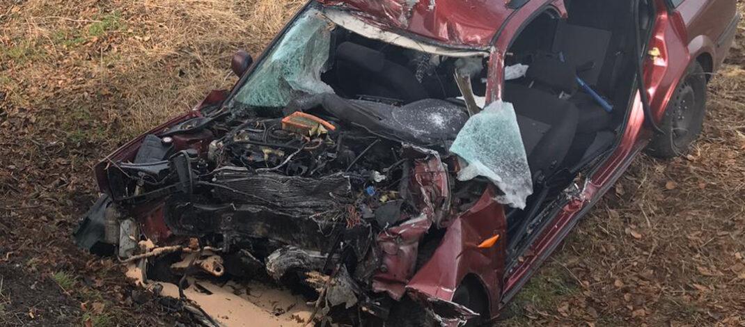 Auto prallt bei Mühlhausen gegen Baum: Fahrer schwer verletzt eingeklemmt