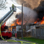 Großbrand im ehemaligen Freizeitzentrum in Bad Berka: Rauchsäule weithin sichtbar