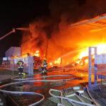 Werkhalle und Laster in Eisfeld abgebrannt: Sachschaden im Millionenbereich