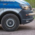 Wütender Schwan griff Polizeifahrzeuge während Querdenker-Demo in Weimar an