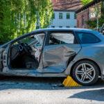 Transporter übersehen: Seat-Fahrer nach Unfall in Weimar eingeschlossen