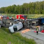Autotransporter auf A9 bei Triptis umgestürzt: Bergung wird aufwendig und länger dauern