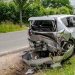 Mit drei geparkten Wagen kollidiert: 22-Jähriger in Erfurt schwer verletzt