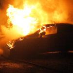 Feuerteufel  in Rudolstadt unterwegs: Feuerwehr muss drei Fahrzeuge löschen