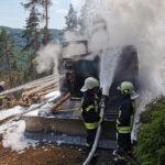 Öl auf Auspuff entzündet sich: Bagger brennt im Wald bei Gräfenthal lichterloh