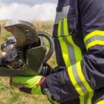 Fahrer steigt bei Polizeikontrolle nicht aus: Feuerwehr muss Zugang schaffen