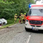 Mehrfach überschlagen: 25-Jährige zwischen Gehren und Gräfinau-Angstedt schwer verletzt